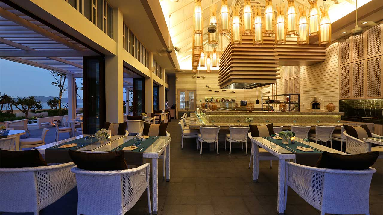 Banyan-Tree-Lang-Co-Azura-Restaurant-1