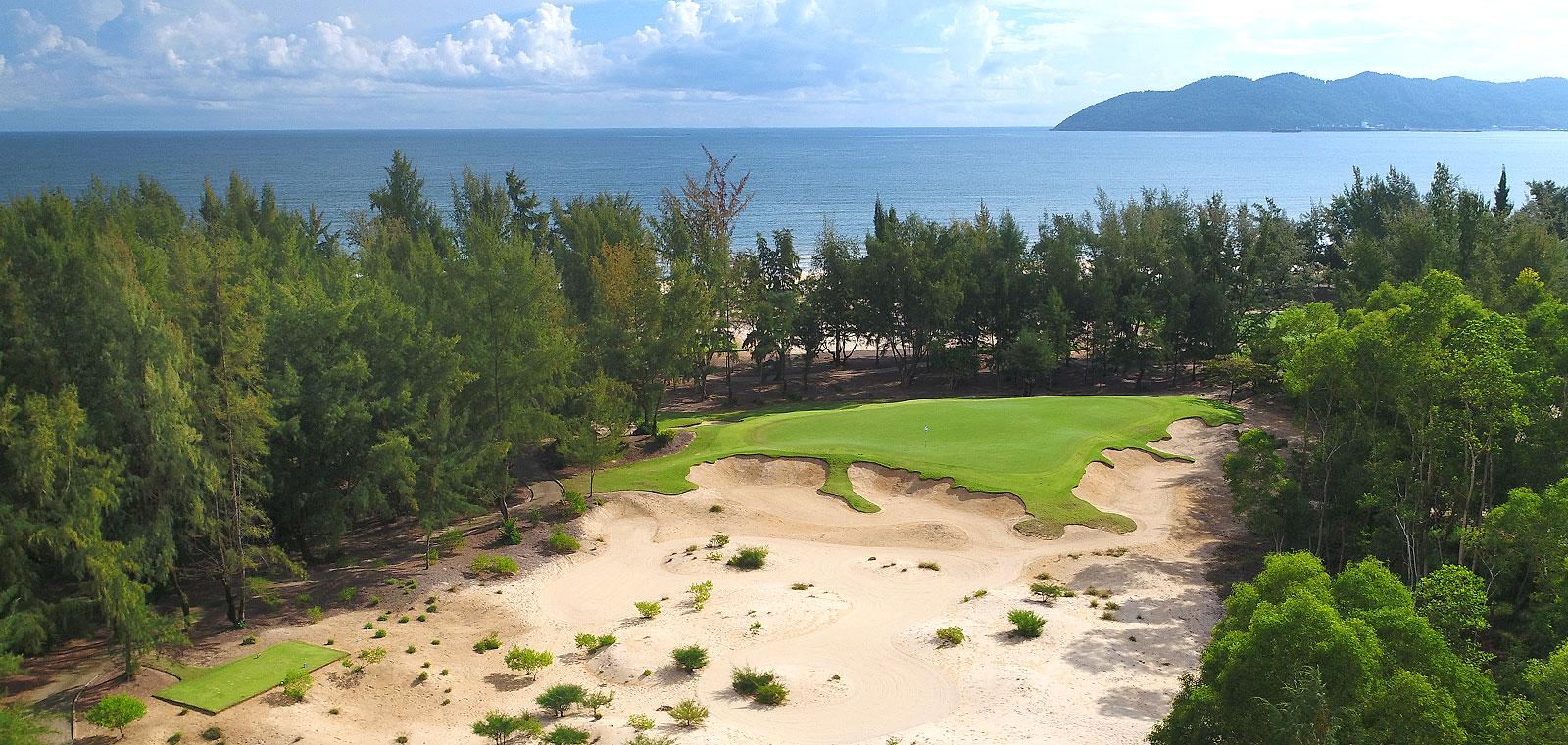 Booking golf tại sân gôn Laguna Golf Lăng Cô