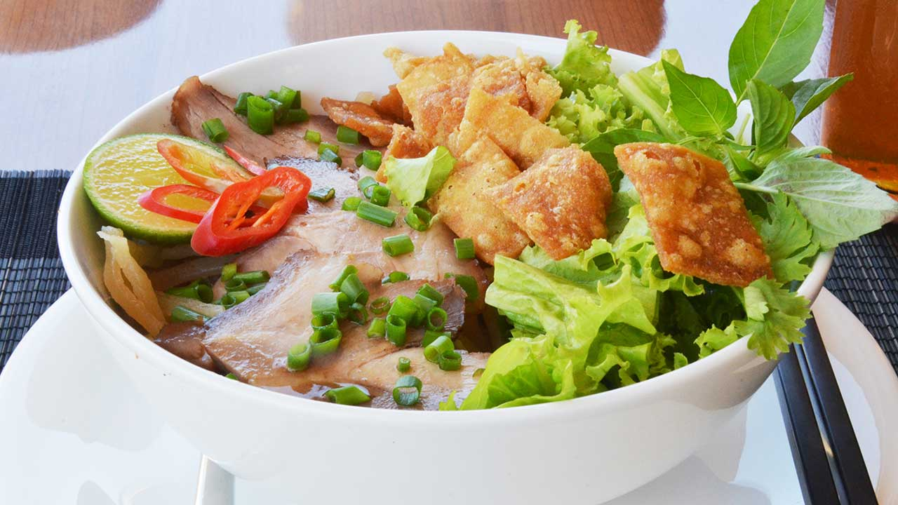 Laguna-lang-co-destination-cuisine-cao-lau