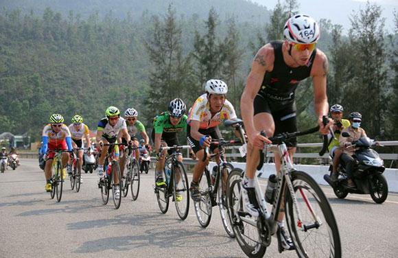 Bike-Race-Till-Schramm-Leading