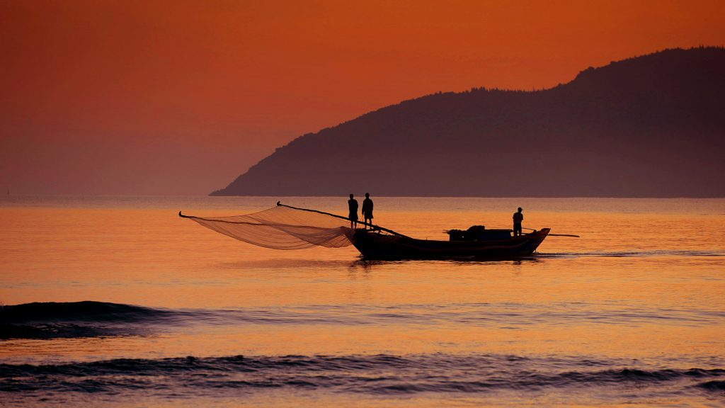 Đón bình minh trên biển Cảnh Dương