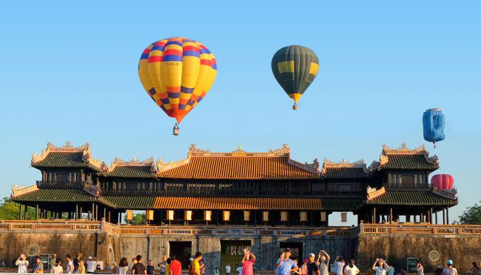 Discover Hue in flying in the sky along with the hot air balloon