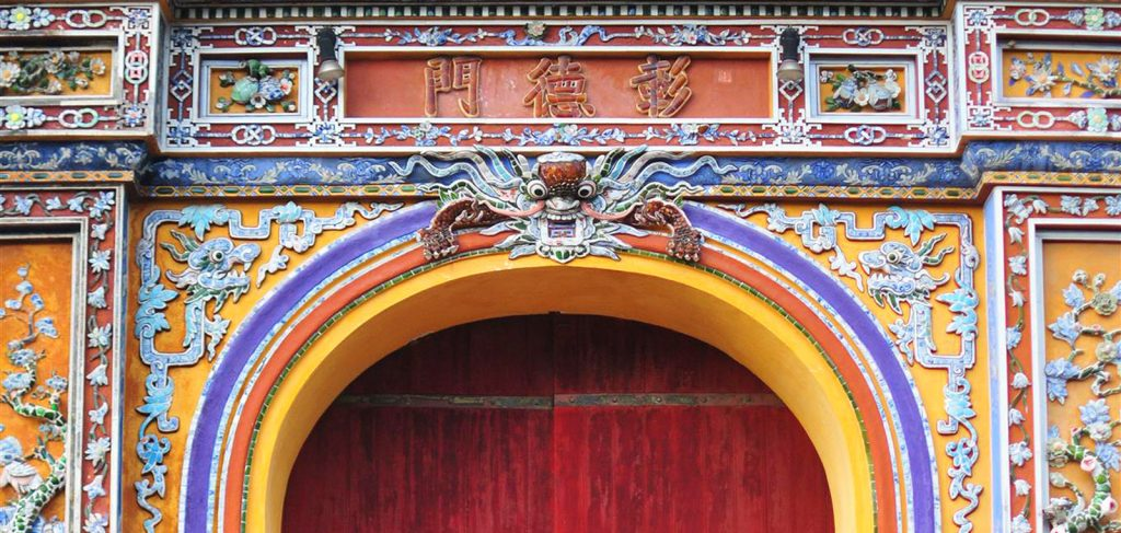 Ceramics And Porcelain Joinery During Nguyen Dynasty - Embrace The Beauty Of Broken Pieces -