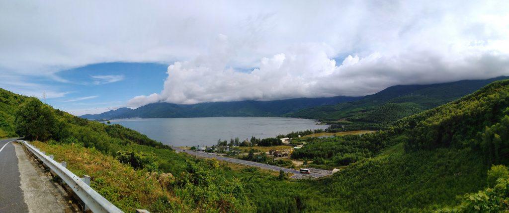Đầm Lập An nhìn từ Đèo Phú Gia