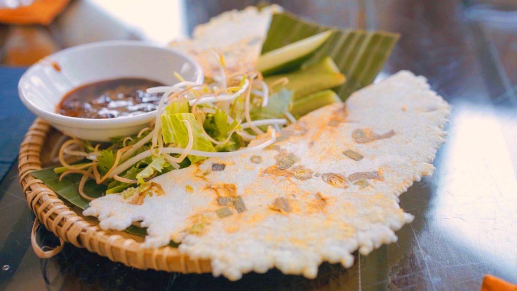 Bánh ép, món ăn dân giã tại Lăng Cô, đầm Lập An