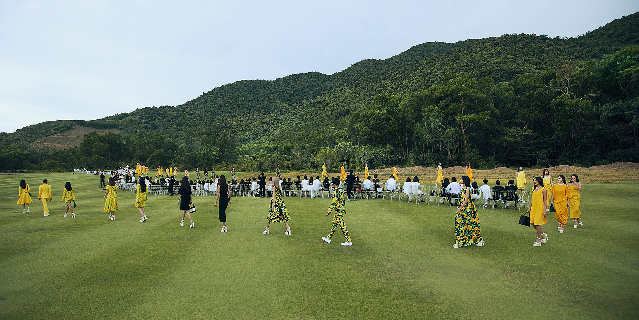 The first fashion show in Vietnam on a golf course - 1