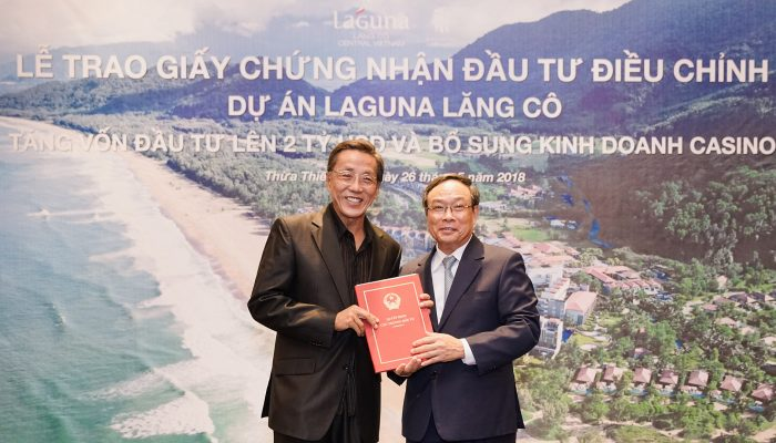 The certification and casino license were presented by Mr Nguyen Van Cao to Mr Ho Kwon Ping | laguna 2018