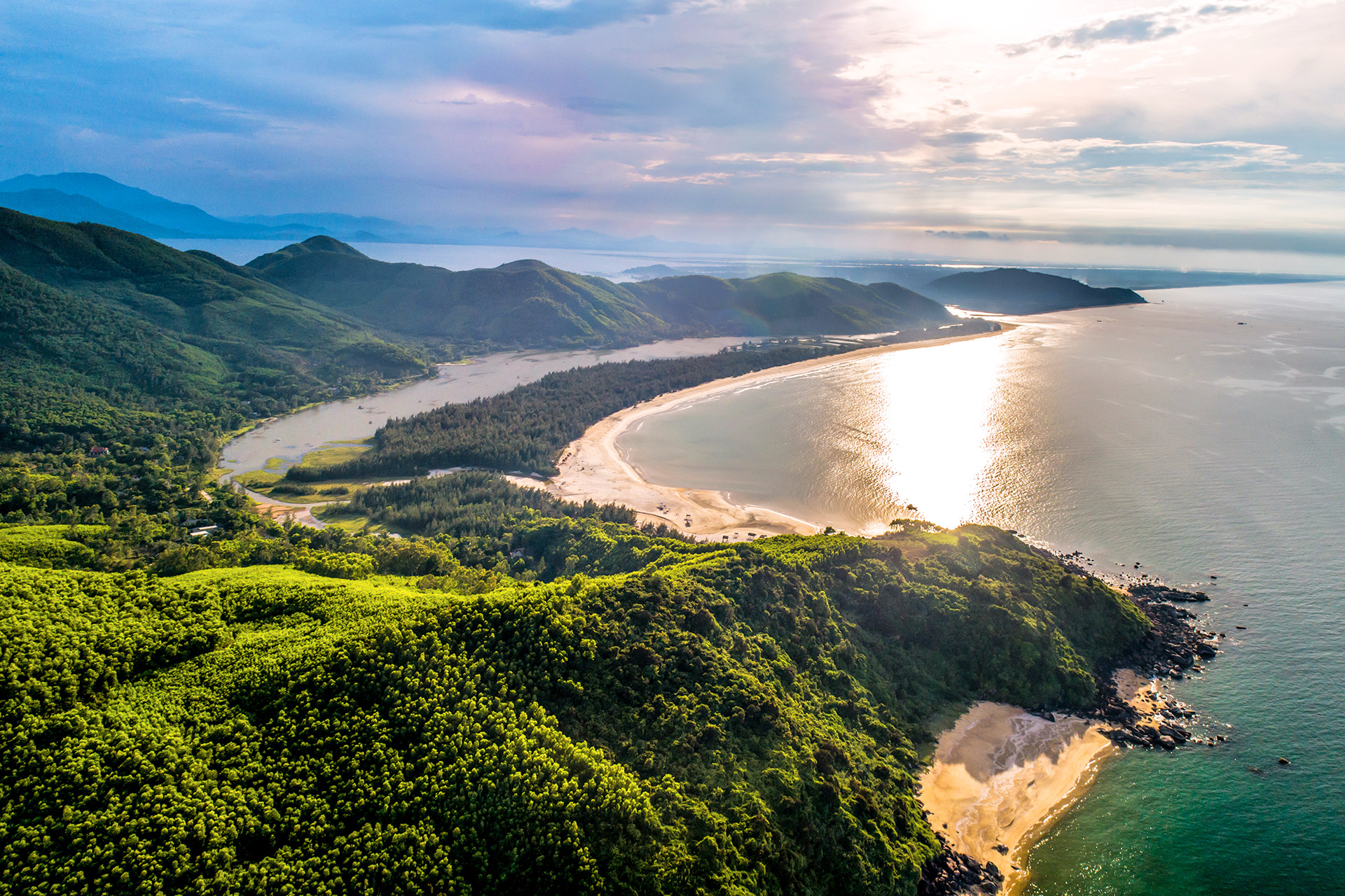 The pristine heaven-like beauty of Lăng Cô Bay
