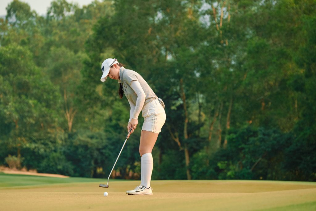 Chang Hsin-chiao strokes home the winning putt at the 13th Faldo Series Asia Grand Final