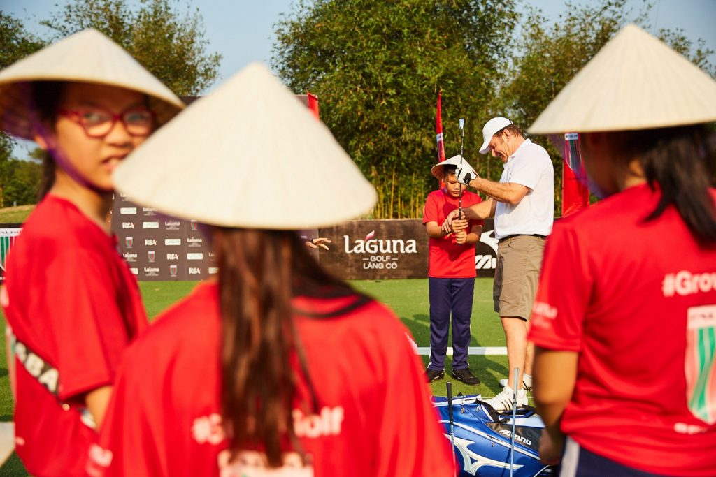 Sir Nick Faldo conducting a clinic with local school children